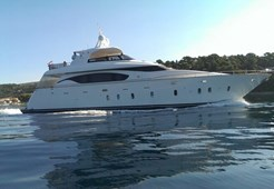 Luxury yachtMaiora 23S