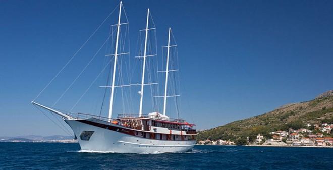 motorsail Motor-sailer Amorena