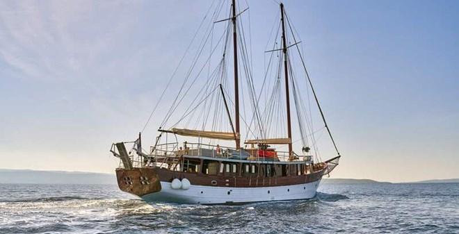 motorsail Motor-sailer Romanca