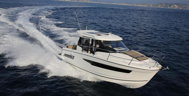 motor Jeanneau Merry Fisher 895