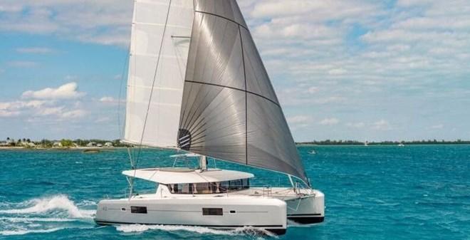 catamarans Lagoon 42 charter