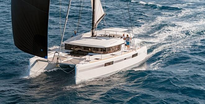 catamarans Lagoon 52 charter
