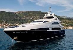 Luxury yachtSunseeker 121