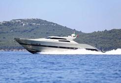 Luxury yachtTecnomar 90