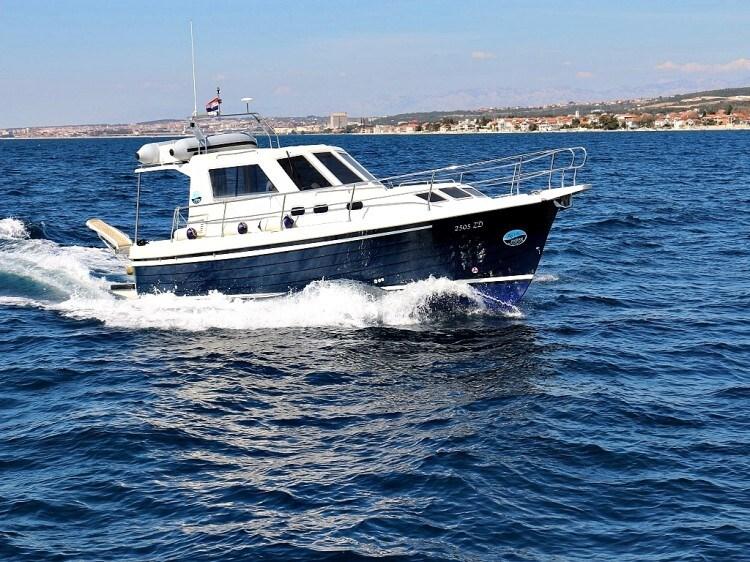 Adria 1002 Vektor for charter in Sukosan