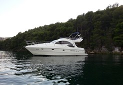 Azimut 39 for charter in Pirovac