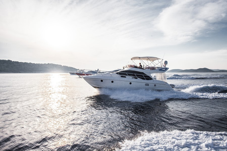 Azimut 43 fly for charter in Biograd