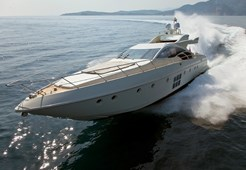 L Azimut 86 S for charter in Split