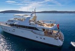 Azimut 98 for charter in Split