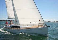 Beneteau Oceanis 37 for charter in Portisco