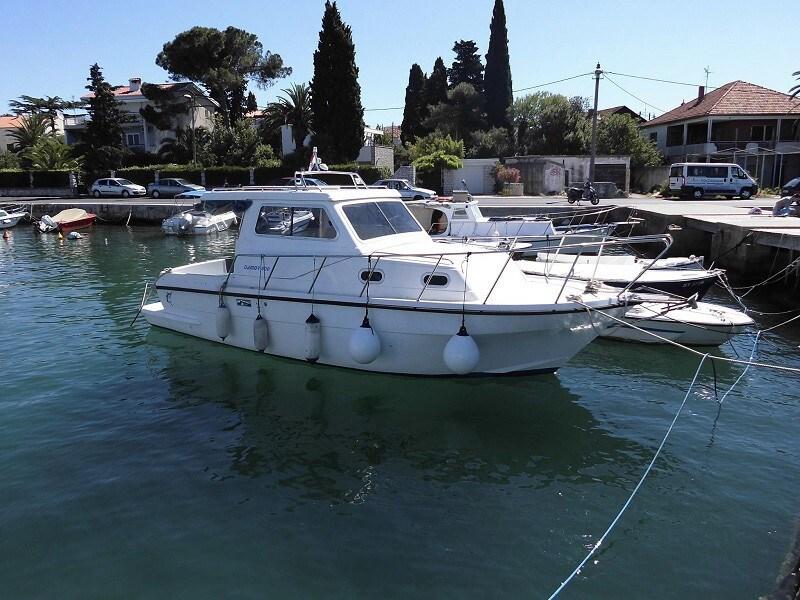 Damor 800 for charter in Zadar