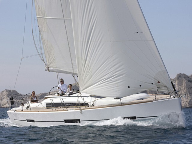 Dufour 412 for charter in Pula