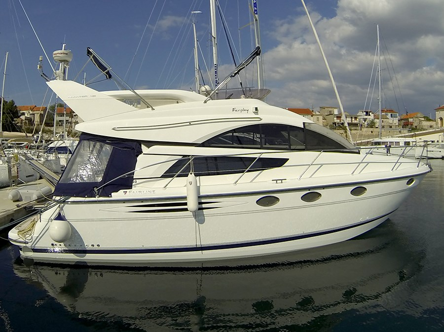 Fairline Phantom 40 for charter in Sibenik