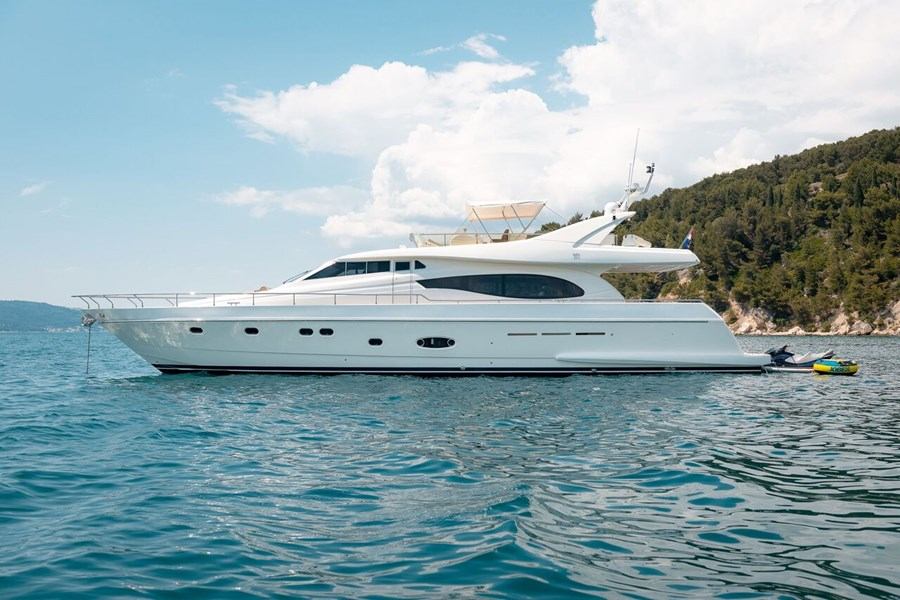 Ferretti 730 for charter in Split