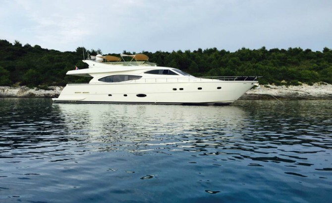 Ferretti 760 for charter in Trogir