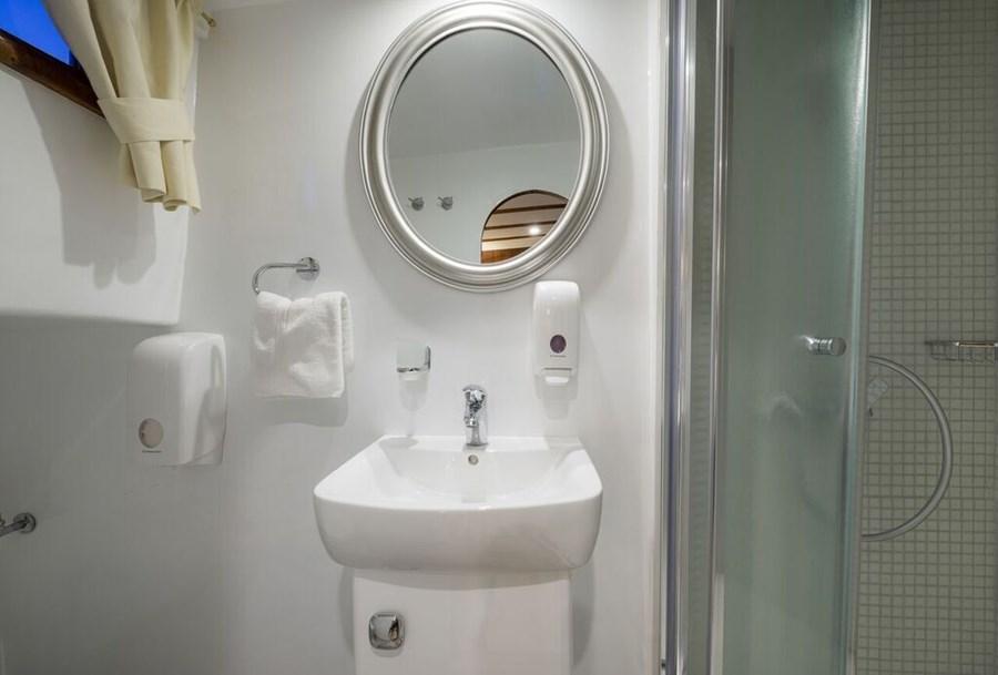 gulet linda gulets und holzboote f r charter in kroatien. Black Bedroom Furniture Sets. Home Design Ideas