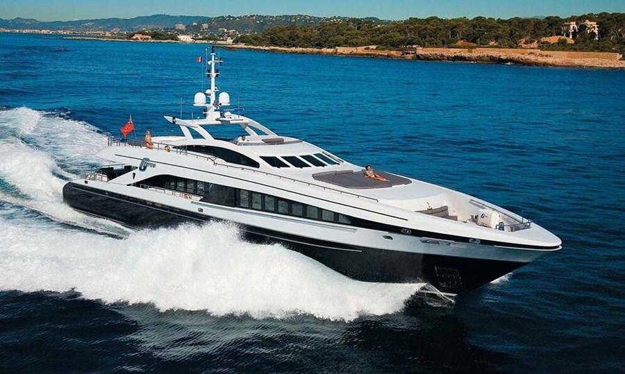Heesen 122 for charter in Hrvatska