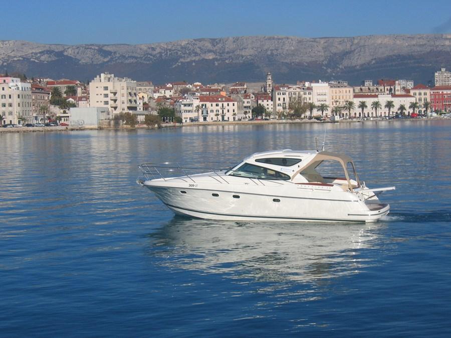 Jeanneau Prestige 34 Sportop for charter in Trogir