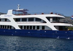 Mini cruiser Peregrine Dalmatia for charter in Split