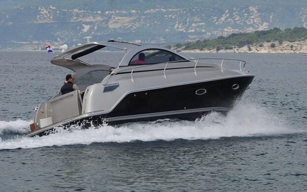 Mirakul 30 Sport open for charter in Zadar