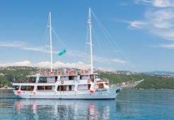 Motor-sailer Morena for charter in Split