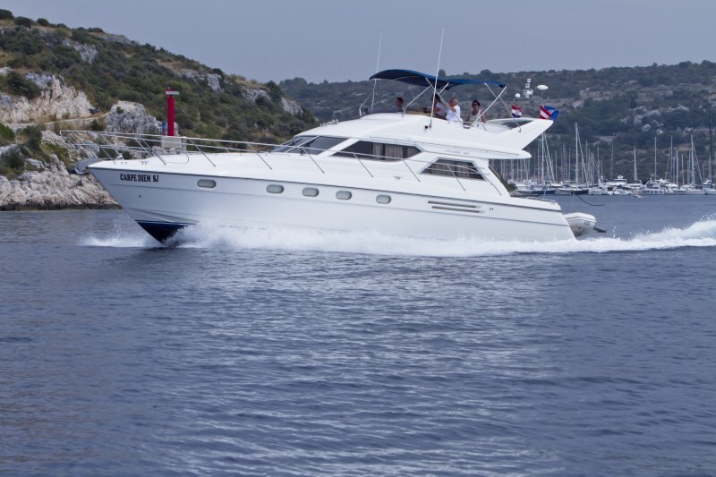 Princess 480 for charter in Primosten