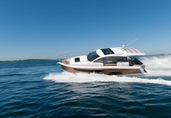 Sealine C 330 for charter in Pula