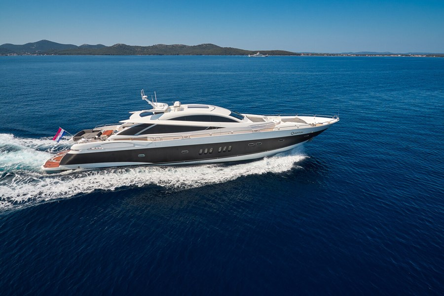 Sunseeker Predator 108 for charter in Zadar