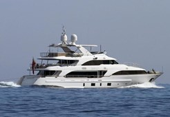 L Azimut 121 for charter in Hrvatska