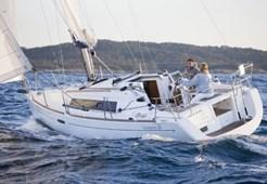 S Beneteau Oceanis 31 for charter in Zaton