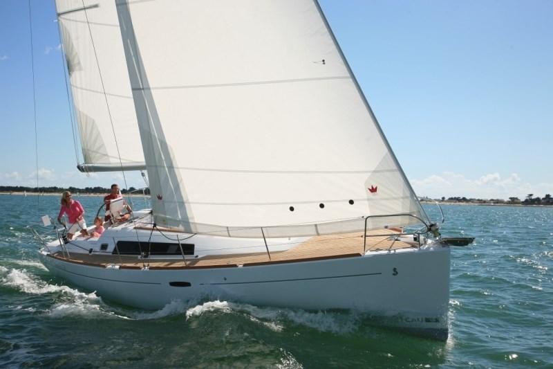Beneteau Oceanis 37 for charter in Portisco